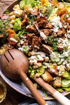 Greek Chicken Chopped Salad with Lemon Tahini Vinaigrette.simple to toss together, extra colorful, super flavorful, yummy, and even healthy too! Greek Chicken Salad, Greek Lemon Chicken, Tahini Chicken, Chicken Chickpea, Chicken Salads, Healthy Chicken, Healthy Salads, Healthy Eating, Healthy Recipes