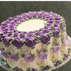 Many individuals don't think about going into company when they begin cake decorating. Many folks begin a house cake decorating com Fancy Cakes, Cute Cakes, Pretty Cakes, Beautiful Cakes, Amazing Cakes, Beautiful Flowers, Cake Icing, Buttercream Cake, Cupcake Cakes