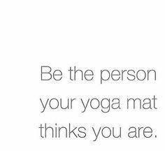 Be the person your yoga mat thinks you are – Yoga-Zitat, Spruch, lustig by witchy_womoon Read Bikram Yoga, My Yoga, Yoga Flow, Yoga Meditation, Vinyasa Yoga, Yoga Fitness, Yoga Meme, Yoga Humor, Mantra