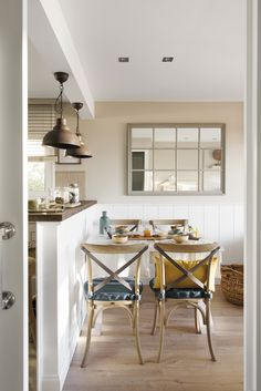 Union familiale pour la décoration dun petit appartement - PLANETE DECO a homes world Small Apartment Bedrooms, Small Apartments, Home Decor Signs, Cheap Home Decor, Luxury Homes Interior, Modern Interior, Open Kitchen And Living Room, Casa Cook, Sweet Home