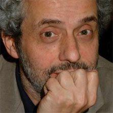"""Nicola Piovani porta in scena al Teatro Duse di Bologna """"Concerto in quintetto"""". Il concerto è un suggestivo viaggio nei brani scritti per il cinema, il teatro, e per concerto, appositamente rivisitati e riarrangiati da Piovani, in una versione pensata su misura per un piccolo gruppo di solisti. Scopri tutti i dettagli!"""