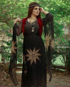 Girls Fashion Clothes, Girl Fashion, Girl Outfits, Clothes For Women, Jli Kurdi, Country Women, Kaftan, Curls, Kurdistan