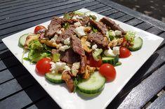 Een lekker koolhydraatarm hoofdgerecht, biefstuksalade met shiitake en feta. Dit is een van de lekkerste salades die ik tot nu toe heb gegeten! De salade bestaat uit ijsbergsla, komkommer, cherrytomaten, rucola, shiitake, feta en biefstuk. Een portie bevat slechts 5,6 gr koolhydraten.