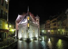 17 Actual Towns That Look Just Like Hogsmeade: Annecy, France Winter Destinations, Travel Destinations, Christmas Destinations, The Places Youll Go, Places To See, France Winter, France Travel, Beautiful Places, Amazing Places
