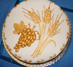 My holy communion cake 4 First Holy Communion Cake, Première Communion, Cupcakes, Cupcake Cakes, Serbian Christmas, Confirmation Cakes, Cake Decorating Tips, Celebration Cakes, Royal Icing