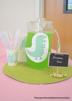 Dinasaur juice - Peppa pig party food My daughter is the BIGGEST Peppa pig fan EVER. Believe me, when I say she's watched every episode a gazillion times and knows every line by heart, I am not exaggerating. She can look at a sti… Bolo Da Peppa Pig, Cumple Peppa Pig, Peppa Pig Dinosaur, Third Birthday, 4th Birthday Parties, Birthday Party Decorations, Birthday Kids, 50th Birthday, George Pig Party