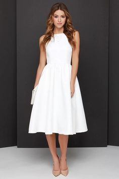 I love the cut of this dress. I think it would be very flattering on me.