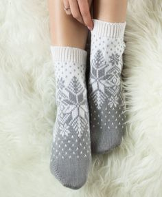 Comfy Socks, Knit Socks, Knitted Slippers, Knitted Gloves, Knitting Socks, Yarn Projects, Hooks, Knit Crochet, Stockings