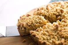 Apple Crumble Tart | Truffles and Trends Apple Slab Pie, Apple Cake, Apple Crumble Recipe, Cake Trends, Savoury Cake, No Bake Desserts, Clean Eating Snacks, Truffles, Truffle