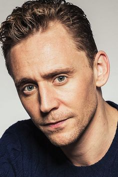 Tom Hiddleston photographed by Justin Bishop for Vanity Fair. Full size image: http://ww1.sinaimg.cn/large/6e14d388gw1ew4dc7yh0jj21401e015m.jpg Source: http://www.vanityfair.com/hollywood/photos/2015/09/toronto-international-film-festival-portraits#12