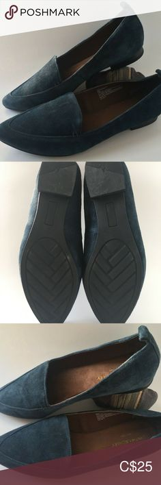 """Cynthia Rowley Navy Blue Suede Flats Shoes Size 9 A beautiful pair of elegant blue """"Tyra"""" flats that you can wear to work or to a casual dinner.  These are gorgeous!  Leather/Suede uppers, made in China.  Inside lining is in perfect condition. Inside sole is cushioned and comfortable. Leather/suede in great condition as well as all stitching and glue. Shoes look barely worn! Cynthia Rowley Shoes Flats & Loafers Suede Flats, Loafer Flats, Casual Dinner, Cynthia Rowley, Blue Suede, Loafers Men, Work Wear, Stitching, Oxford Shoes"""