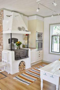 Cozinha com fogão à lenha: 56 imagens para te inspirar! Küchen Design, Design Case, House Design, Cottage Kitchens, Home Kitchens, Beautiful Kitchens, Beautiful Kitchen Designs, Sweet Home, Scandinavian Home