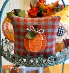 Fall Applique, Wool Applique Patterns, Applique Pillows, Felt Patterns, Halloween Pillows, Halloween Quilts, Home Design, Fall Felt Crafts, Creative Homemade Gifts