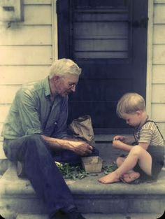 shelling peas with grandad. what a great photo! :)
