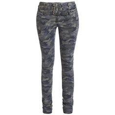 """Pantaloni donna """"Camo Buckle Pants"""" della collezione #RockRebelbyEMP fantasia mimetica con cerniera e tre cinture strette in vita."""