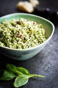 Brug broccoli på en ny måde med denne broccoli couscous. Broccoli couscous er et low carb alternativ til rigtig couscous eller ris og pasta.