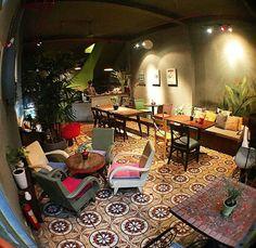 9 quán cafe nền gạch hoa cực nghệ ở Sài Gòn mà bạn nên ghé qua... chụp hình - Ảnh 16. Coffee Shop Interior Design, Coffee Shop Design, Restaurant Interior Design, Cafe Interior, Vintage Coffee Shops, Vintage Cafe, Library Cafe, Coffee Restaurants, Deco Restaurant