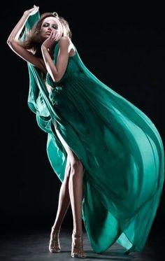 Gorgeous in Green ღ Fashion photography Teal Green, Shades Of Green, Yellow, Green Fashion, High Fashion, Pantone, Tamara, Flowing Dresses, Inspiration Mode