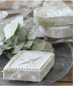 White hearts and square soap Aleppo Soap, Savon Soap, Decorative Soaps, Handmade Soaps, Handmade Cosmetics, Perfume, Soap Recipes, Home Made Soap, Bath Salts