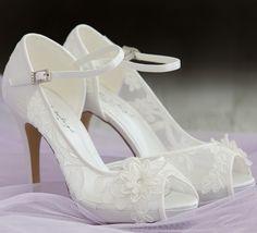 Zapatos de encaje con tacones altos muy románticos y elegantes Sapatos para  noiva romanticos de bonita renda y con salto alto. 33f6882e52a6