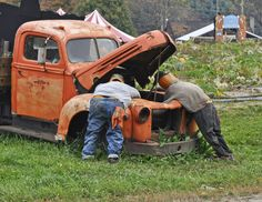 Fall Scarecrow Ideas... so funny, now WhEre can i get an old truck ?