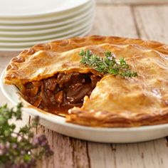 Easy chunky beef pie recipe - perfect for winter weekends and dinner parties. Meat Recipes, Food Processor Recipes, Cooking Recipes, Savoury Recipes, Curry Recipes, Curry Pie Recipe, Steak Pie Recipe, Diced Beef Recipes, Cheese Recipes