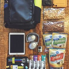 Ok, I'm off to see health & wellness in another part of the world, and I'm taking y'all with me! I can't wait to discover new foods/recipes and ways to live fit!  Here's what I packed for my 15 hours worth of flying/commuting. Follow me on Snapchat (@fitmencook) for a description of what's in my backpack and to follow my adventures. Be back in the kitchen soon with lots of inspiration! Now, can you guess where I'm headed?!  Boom. (traducción abajo) ----- Bueno, voy en un viaje para aprender…