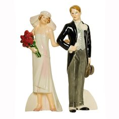 Bride and groom cake topper from the 1920s. #VintageTreasures #WeddingCakes