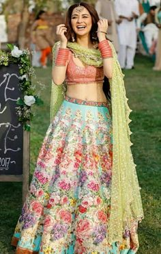 These latest lehenga designs that we spotted in 2018 Indian weddings have literally taken internet by the storm. Check out these bridal lehenga designs for some major inspiration! Pakistani Girl, Pakistani Outfits, Pakistani Actress, Pakistani Bridal, Indian Wedding Outfits, Indian Outfits, Indian Weddings, Moda Indiana, Mehendi Outfits