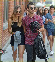 Joe Jonas & Blanda Eggenschwiler   almoço em Nova York na tarde de domingo