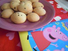 BISCOTTI DI PEPPA PIG ... pasta frolla con gocce di cioccolato!  http://creandosicrescecrescendosicrea.tumblr.com/post/44697008075/i-biscotti-di-peppa-pig-era-da-un-po-che-i-miei