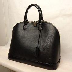 Tip: Louis Vuitton Handbag (Black)
