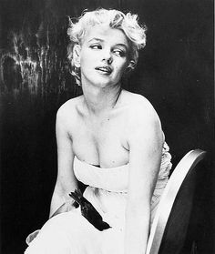 Marilyn Monroe with dead bird