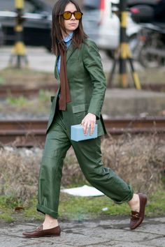 Pin for Later: The Best Street Style Looks From Milan Fashion Week Day 1 Natasha Goldenberg. Street Style Suit, Milan Fashion Week Street Style, Street Style 2016, Fashion Week 2016, Milan Fashion Weeks, Autumn Street Style, Cool Street Fashion, Street Style Looks, Look Fashion