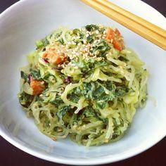 A Simply Raw Life: Kelp noodles with avocado miso dressing Raw Vegan Recipes, Vegan Foods, Healthy Dinner Recipes, New Recipes, Whole Food Recipes, Vegetarian Recipes, Gluten Free Recipes, Cooking Recipes, Vegan Meals