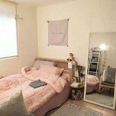 56 Ideas for small bedroom design cozy dorm room Home Bedroom, Bedroom Decor, Bedrooms, Cozy Dorm Room, Small Bedroom Designs, Aesthetic Room Decor, Trendy Bedroom, Bedroom Simple, Fashion Room