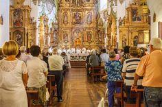 Somos más dichosos que los ángeles al poder alimentarnos del Cuerpo y la Sangre de Jesús, en el sacramento de la Eucaristía. Por eso, durante la Santa Misa