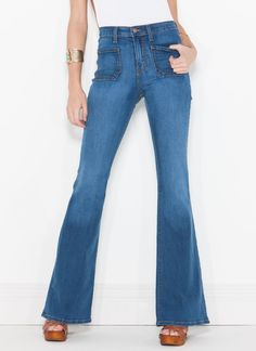 You're not on good terms with your skinny jeans? Patch things up with these flared jeans instead.