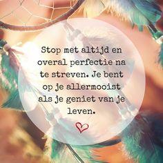 """""""Stop met altijd en overal perfectie na te streven. Je bent op je allermooist als je geniet van het leven."""""""