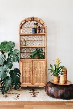 Ich freue mich, den jüngsten Neuzugang in meinem vorzustellen: … I am pleased to have the most recent addition to my to introduce: rattan bamboo shelf Living Room Decor, Bedroom Decor, Dining Room, Bamboo Shelf, Wicker Shelf, Appartement Design, Bamboo Furniture, Garden Furniture, Furniture Design