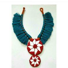 No photo description available. Diy Fabric Jewellery, Fabric Earrings, Fancy Jewellery, Thread Jewellery, Textile Jewelry, Jewelry Mirror, Metal Jewelry, Boho Jewelry, Jewelry Crafts