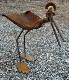 Big flat footed bird feeder, Rusty Relics Metal Art