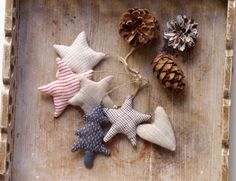Assorty.  Home. A set of 4 stars, 1 Christmas tree and 1 heart. Ready to ship by adatine on Etsy https://www.etsy.com/listing/469877496/assorty-home-a-set-of-4-stars-1