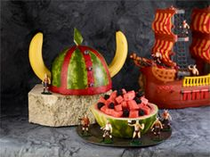 Casco de vikingos hecho con frutas.