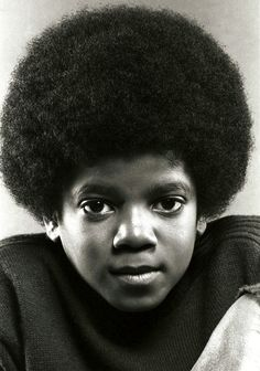 Michael Jackson poses for a portrait session on June 1971 in Los Angeles, California. Jackson Family, Jackson 5, Young Michael Jackson, The Jacksons, Hollywood, Hip Hop Rap, Most Beautiful Man, Beautiful People, Portrait Photo