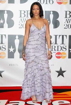 Pin for Later: Die Superstars strahlen auf dem roten Teppich der BRIT Awards in London