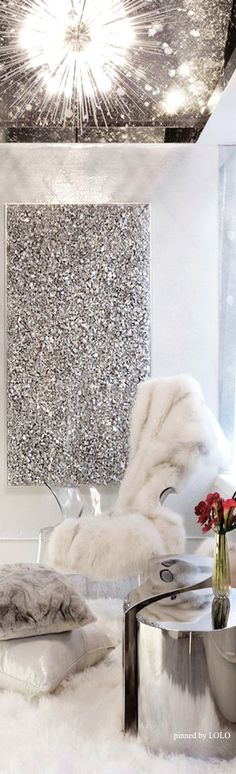 Inspiration for a girly dressing area - Bling!! Glam Decor   LOLO❤︎
