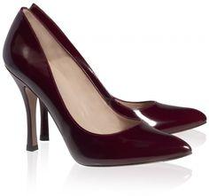 Pura Lopez Colette- Zapatos de sal�n de Pura L�pez realizados en piel granate brillante, con punta fina, tac�n alto y miniplataforma interior.