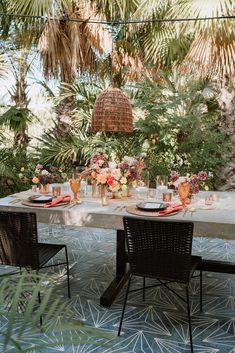 Pretty pastel floral arrangements. Photo: @mc_weddings Pastel Wedding Colors, Pastel Floral, Wedding Flowers, San Jose Del Cabo, Amazing Weddings, Destination Wedding Planner, Bridal Musings, Pretty Pastel, Beautiful Bride