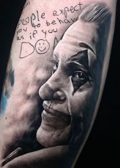 Joker tattoo is probably one of the most popular tattoos among the comic fans. People are fascinated by the Joker. His cheeky grins, twisted humor, green hair, purple suit and the makeup made him one of the most iconic villains of all time. Home Tattoo, Tattoo Images, Tattoo Photos, All Tattoos, Joker Tattoos, Tattoo Magazine, Most Popular Tattoos, Twisted Humor, Green Hair